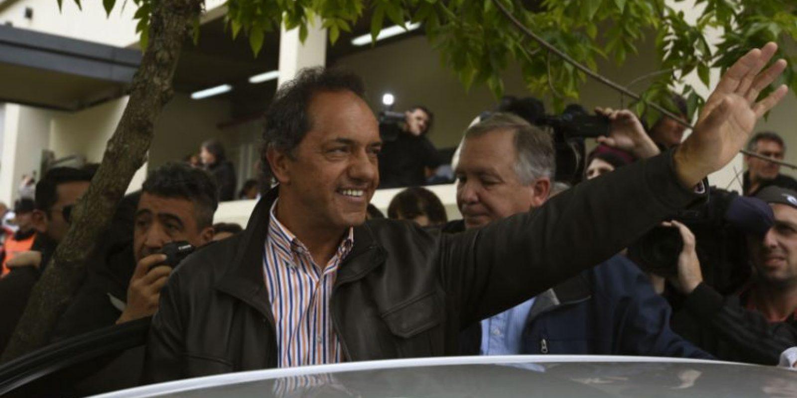 Daniel Scioli, candidato a presidente del Frente para la Victoria, votó por la mañana. Foto:AFP