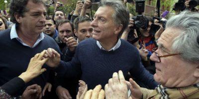 Cerca de las 11 de la mañana tiempo local el candidato Mauricio Macri se presentó a emitir su voto. Foto:AFP