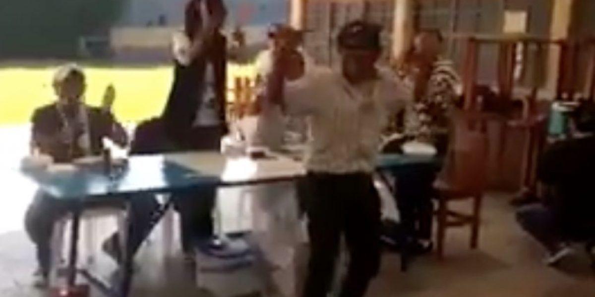 Video. La mesa (electoral) que más aplauda