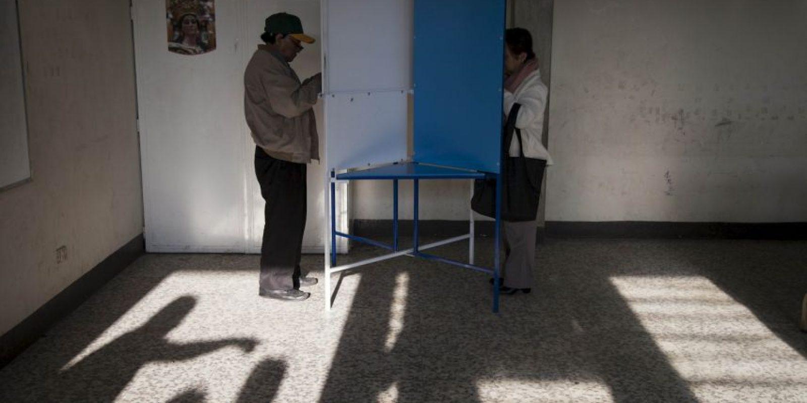 Los candidatos que se enfrentan por la presidencia son Jimmy Morales del Frente Convergencia Nacional y Sandra Torres de la Unidad Nacional de la Esperanza. Foto:AP
