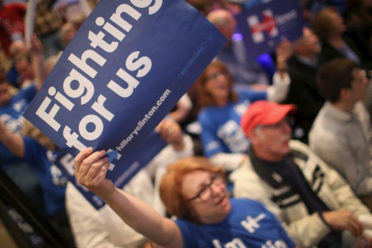 La campaña de Clinton ha estado rodeada de polémicas, sin embargo la candidato ha sabido la vuelta y recuperarse. Foto:AFP