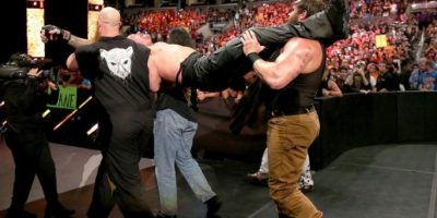 """Y al final, """"secuestraron"""" al """"Hombre muerto"""" Foto:WWE"""