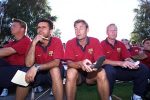 """Guardiola, junto con Luis Enrique y Sergi eran los líderes del vestuario catalán y con los demás futbolistas hablaban de una """"autogestión del vestuario"""" en la que los futbolistas tomaban sus propias decisiones en la cancha, lo que molestó a Robson y por supuesto, a Mourinho. Foto:Getty Images"""