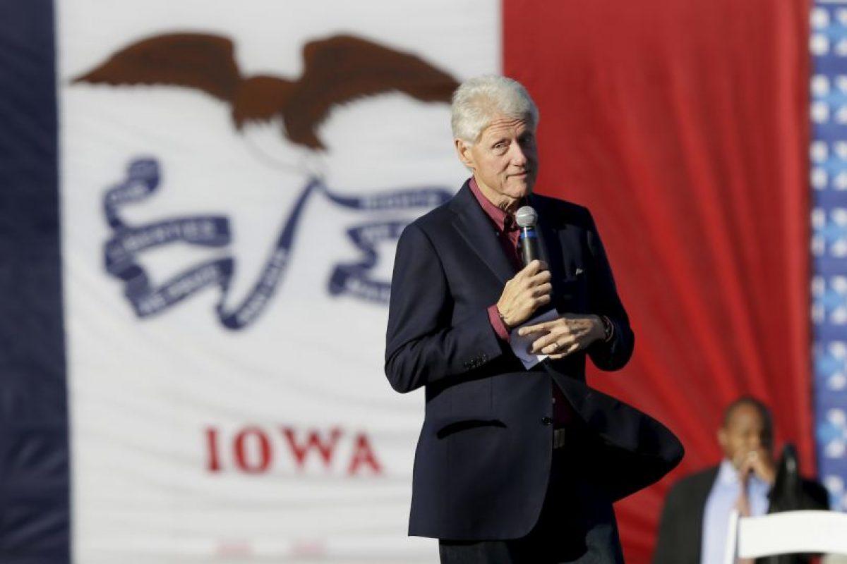 Bill Clinton ha estado recaudando fondos para su mujer pero hasta el sábado no había salido a hacer campaña con ella Foto:AP