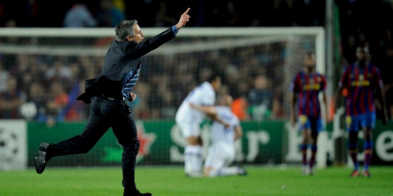 """El siguiente episodio se vivió con Mourinho al mando del Inter de Milán y Pep Guardiola, al frente del Barça. En semifinales de la Champions League, los """"neroazurri"""" se impusieron 3-1 en la ida, pero en el Camp Nou, implantaron un sistema defensivo que les permitió clasificar a la final al perder 1-0. Foto:Getty Images"""