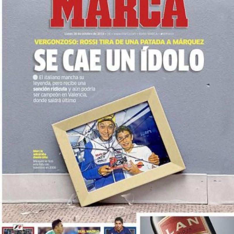 """Marca (España): """"Se cae un ídolo. Vergonzoso: Rossi tira de una patada a Márquez"""". Foto:marca.com"""