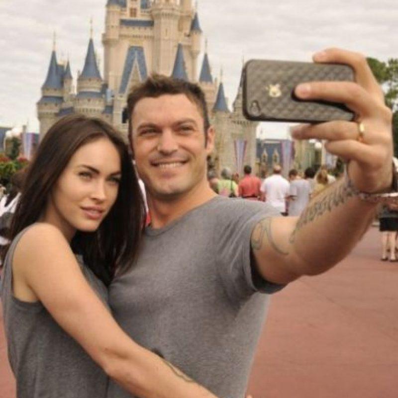 Megan Fox y Brian Austin Green en su visita a Disney. Foto:Getty Images