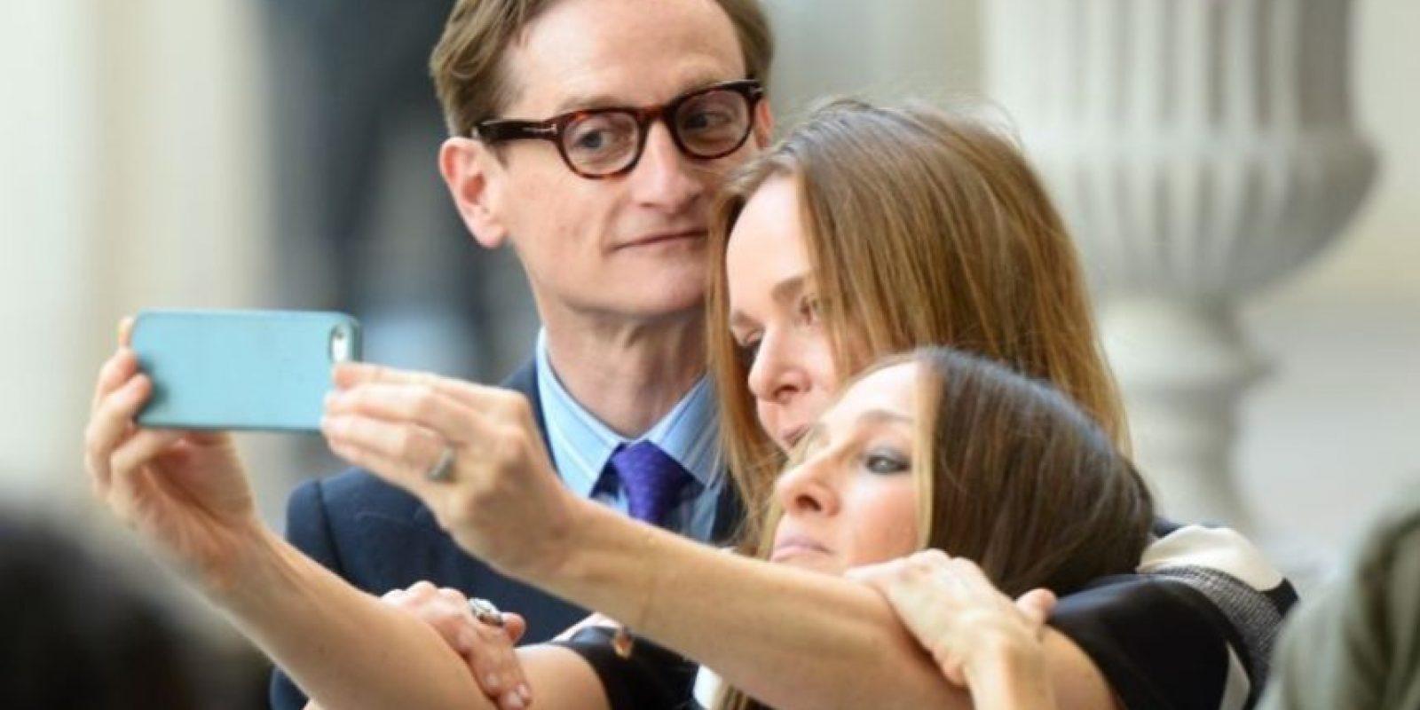 Selfie entre amigos, Hamish Bowles, Stella McCartney y Sarah Jessica Parker. Foto:Getty Images