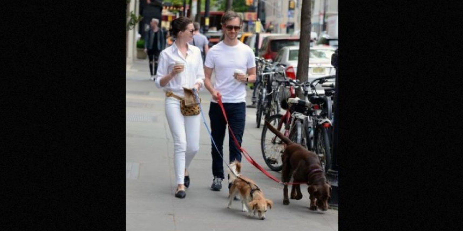 Anne Hathaway y Adam Shulman Foto:Grosby Group