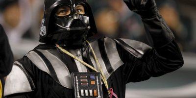 """Y """"Lord Vader"""" apoya a las Águilas de Philadelphia. Foto:Getty Images"""