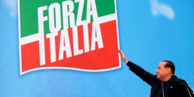 En 2009, el ahora ex presidente del Consejo de Ministros de Italia, se vio envuelto en la polémica cuando medios internacionales publicaron fotos de su fiesta de cumpleaños en la que aparece junto a una joven de 18 años Foto:Getty Images