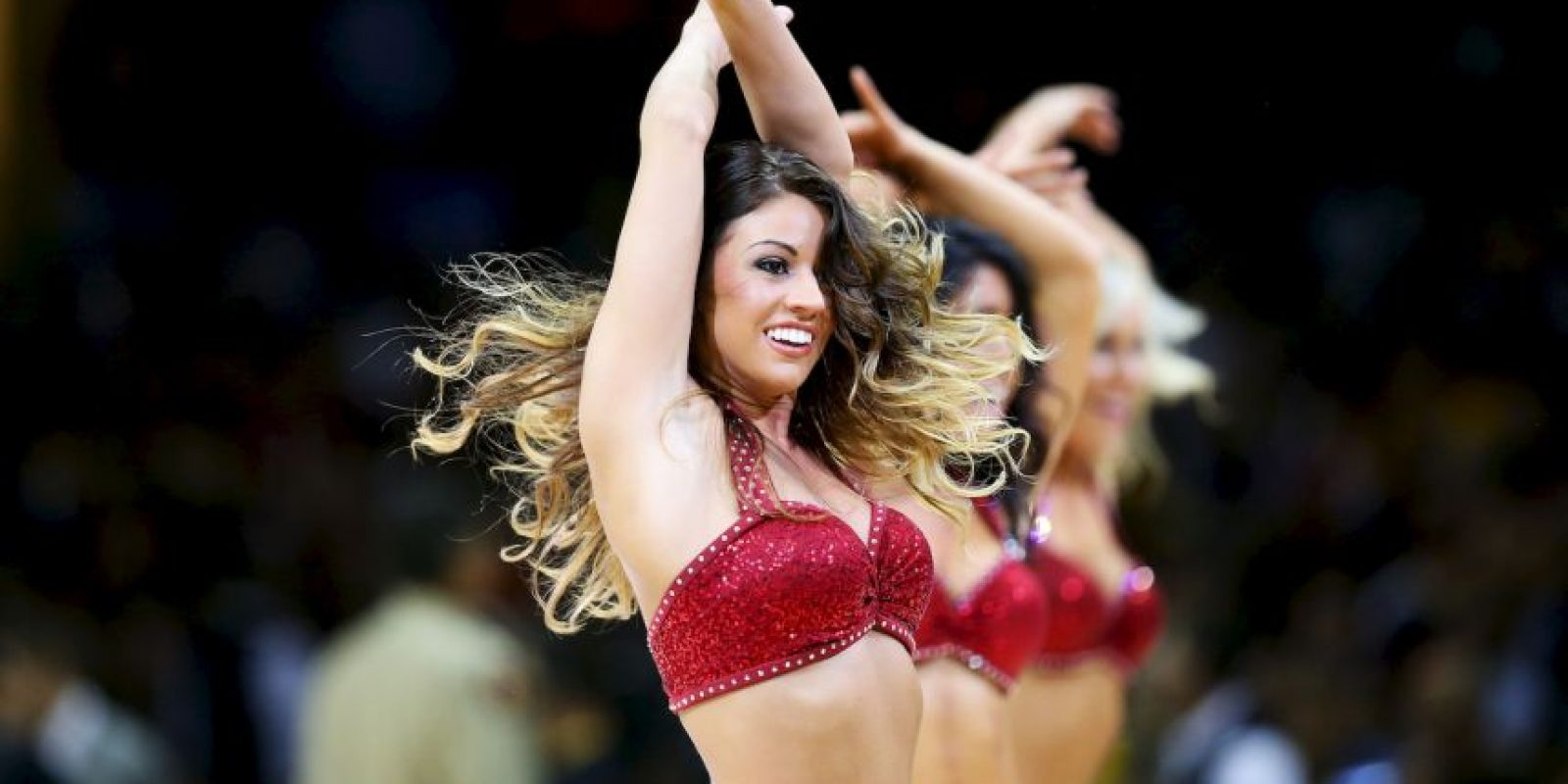 7. Las impresionantes cheerleaders que engalanan las duelas Foto:Getty images
