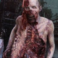 """7. ¿A qué sabe la carne que comen los zombies en """"The Walking Dead""""? Foto:Vía Facebook.com/TheWalkingDeadAMC"""