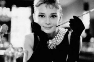 """El estilo de la actriz en """"Desayuno con Diamantes"""" sigue siendo un clásico. Foto:vía Paramount Pictures"""