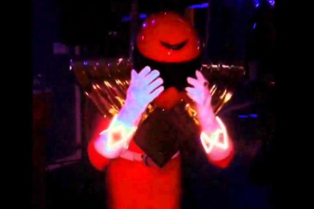 Aunque su disfraz contaba con varios efectos visuales… Foto:vía YouTube