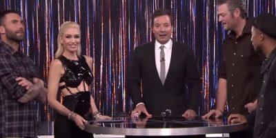 """Adam Levine fue invitado junto con Gwen Stefani, Pharrell y Blake Shelton a participar en el juego """"Spin the Microphone"""" del programa de Jimmy Fallon Foto:YouTube/TheTonightShowStarringJimmyFallon"""