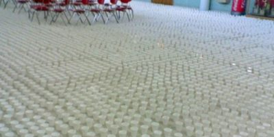 Miles de vasos. Foto:vía Prankked