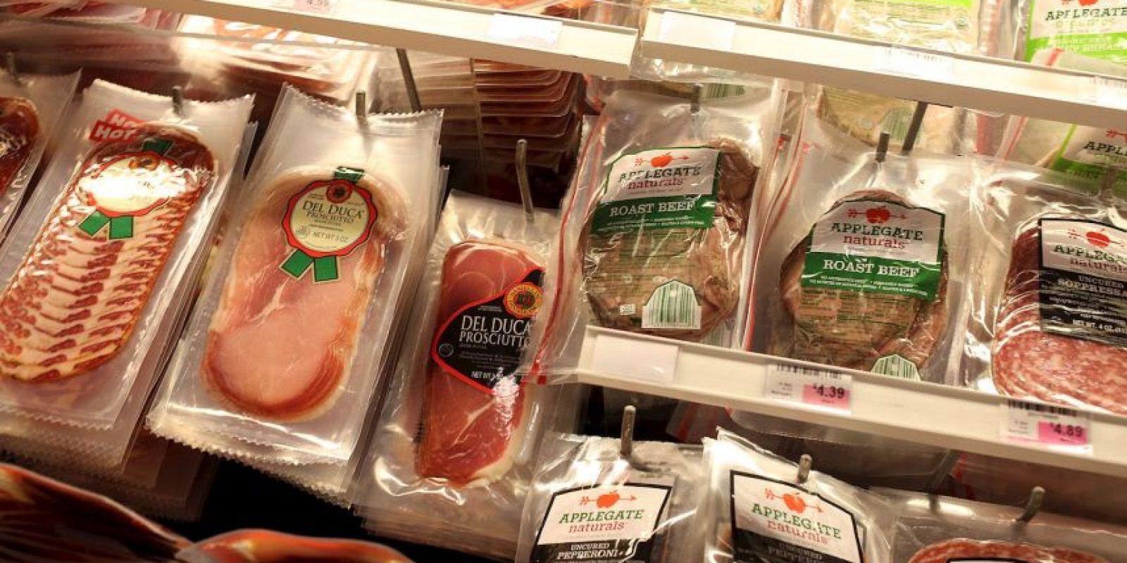 Además, consumir carnes procesadas o embutidos también se asocia al cáncer de páncreas y al de próstata. Foto:Getty Images