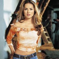 """Danna García era """"Norma Elizondo"""", la mayor de las hijas y la enamorada de """"Juan"""". Foto:vía Caracol Televisión/Telemundo"""