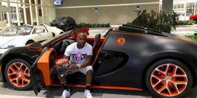 """Apenas el pasado 26 de octubre, """"Money"""" presumió su nuevo automóvil, un Bugatti Veyron de 3.5 millones de dólares. Foto:Vía instagram.com/FloydMayweather"""