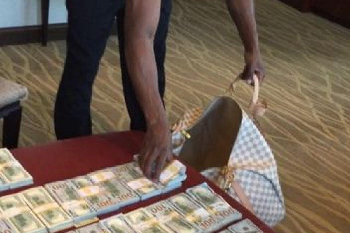 """Según la revista """"Forbes"""", este 2015, la fortuna de Floyd Mayweather asciende a los 300 millones de dólares. Foto:Vía instagram.com/FloydMayweather"""