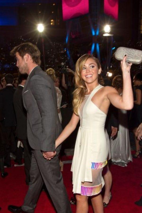 Luego de su romance con Liam, la cantante inició una relación con el hijo de Arnold Schwarzenegger. Foto:Getty Images