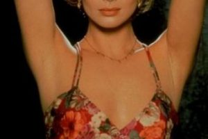 """Izabella Scorupco debutó en el cine siendo una chica Bond (Natalya Fyodorovna Simonova), adentrándose en la aventura del agente 007 en la recordada película """"Golden Eye"""" Foto:Vía imdb.com"""