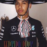 Rápidamente, el piloto campeón de la Fórmula 1, se puso a tono con el país que visitó. Foto:Vía instagram.com/lewishamilton