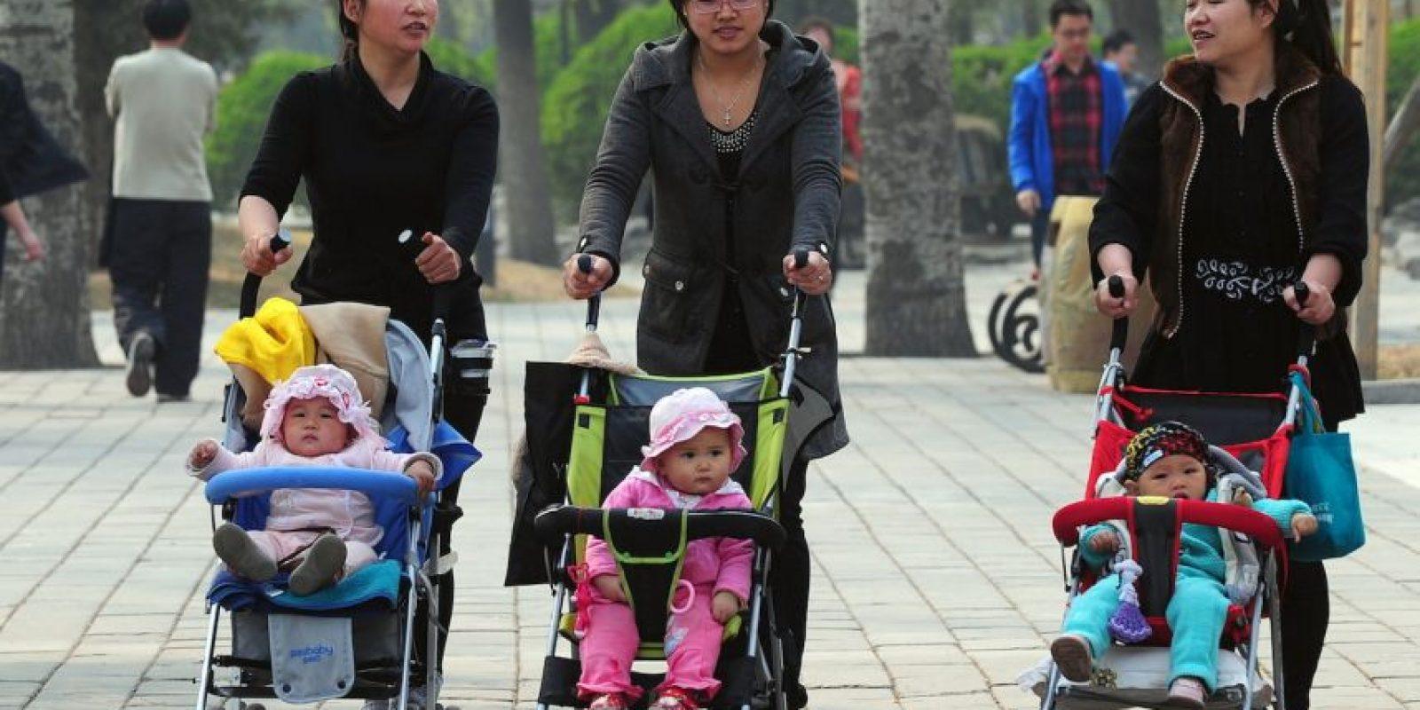 Desde 2013 ya habían flexibilizado la política y les habían permitido a las parejas en las que alguno era hijo único tener dos hijos. Foto:AFP