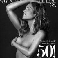 """Y para celebrarlo presumió su figura con este topless en la revista """"Off Camera"""". Foto:vía instagram.com/offcamerashow"""