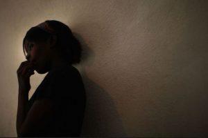 5. Adolescente corta dedos de niña con un hacha en medio de rito satánico Foto:Getty Images