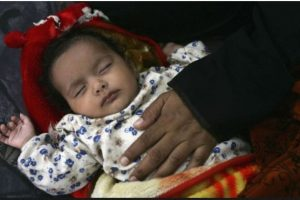Meza no le dio alimento al niño por 25 días hasta que murió, como parte de un ritual de exorcismo para quitarle los demonios. Las autoridades confirmaron que ella no era la madre del niño. Foto:Getty Images