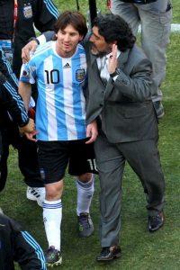 """""""Las comparaciones son odiosas, pero la comparación con Messi es hermosa. Los dos zurdos, argentinos y brillamos"""", dijo Maradona sobre Messi. Foto:Getty Images"""