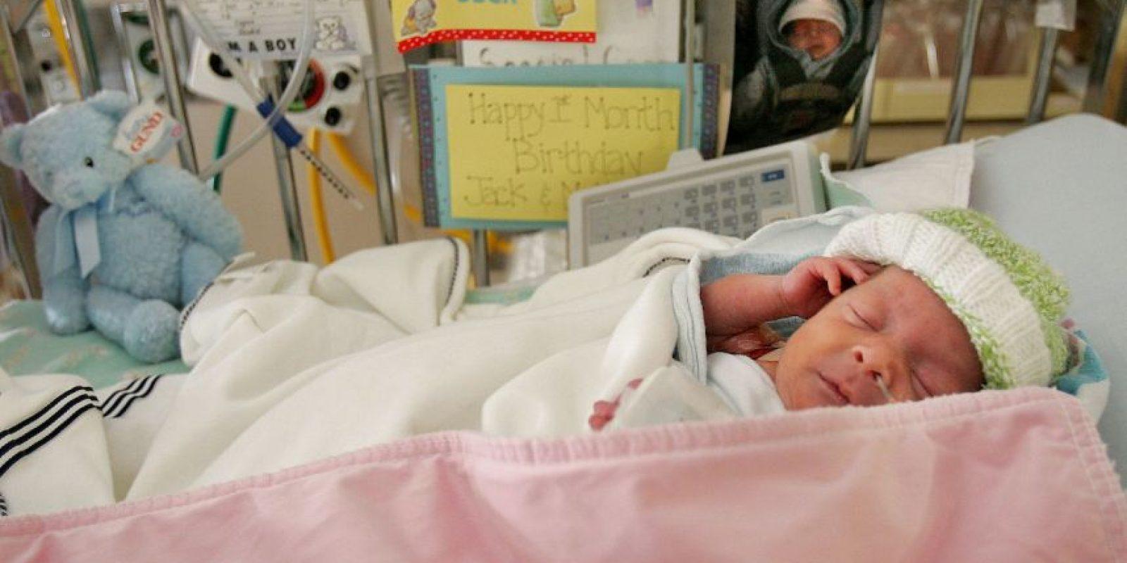 De acuerdo con la Organización Mundial de la Salud, los bebés prematuros pueden tener dificultades a la hora de alimentarse debido a que la coordinación de su reflejo de succión y deglución no está del todo desarrollada. Podrían necesitar ayuda adicional para alimentarse. Foto:Getty Images