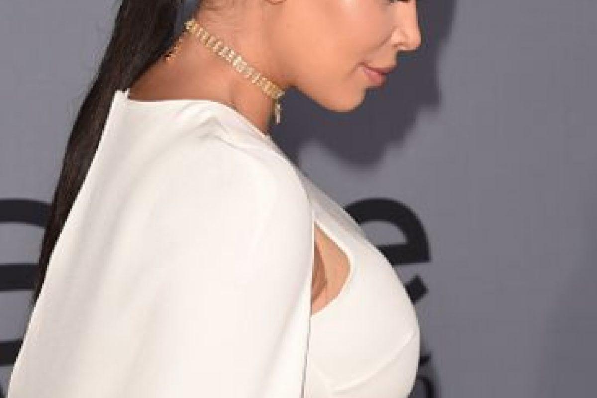 En el caso de Emilia Clarke, se usó otro collar para ella. Foto:vía Getty Images