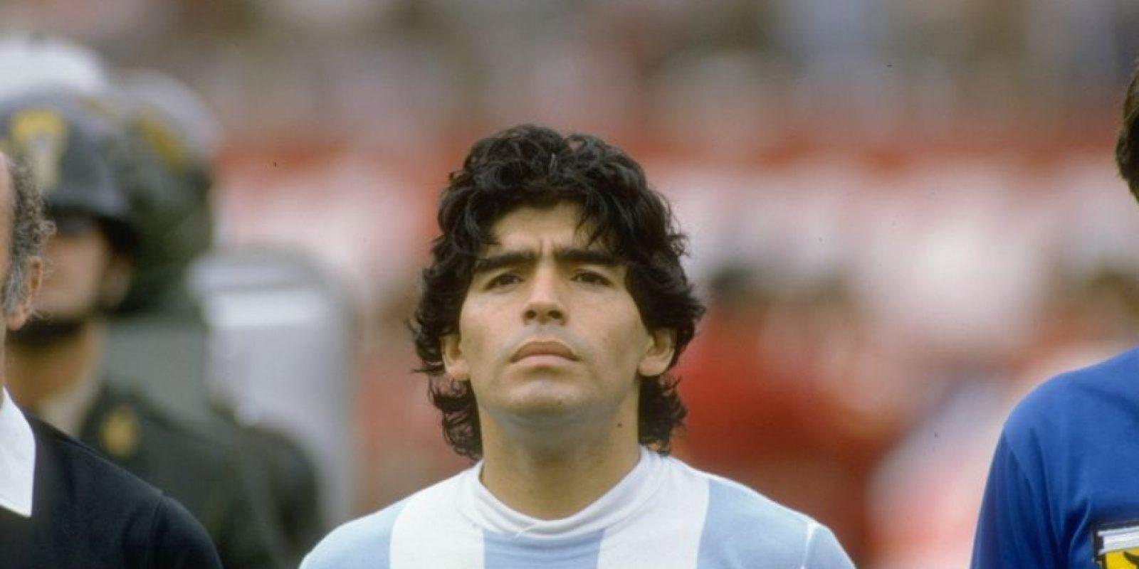 En 1984 llegó al Napoli de Italia, club donde se convirtió en ídolo. Foto:Getty Images