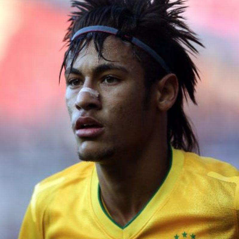 """5. Neymar / Al brasileño siempre le han encantado los estilos extravagantes de cabello, y en 2012, """"copió"""" el look de… Foto:Getty Images"""