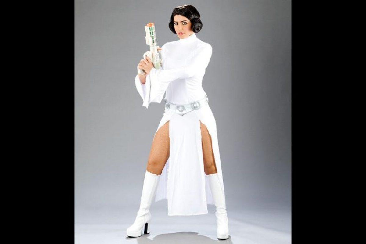"Layla como la ""Princesa Leia"" de Star Wars. Foto:WWE"