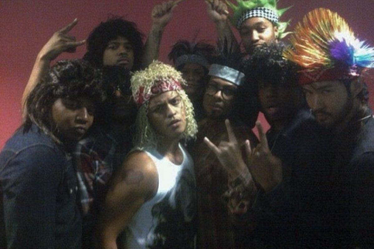 El cantante mostró su lado más punk, junto a su banda. Foto:vía instagram.com/moonshinejungletour