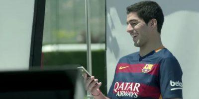 Luis Suárez recibió el video y esta fue su reacción. Foto:FC Barcelona / YouTube