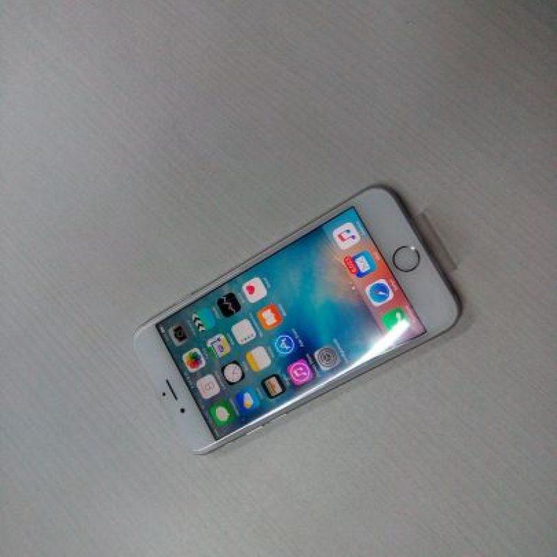 Existen tres modelos, por ejemplo, el iPhone 6s de 16GB tiene un costo de 649 dólares, pero si no es suficiente, deben desembolsar 100 dólares más por 64GB (749 dólares) o pagar 849 dólares por 128GB. Foto:Cesar Acosta / Especial