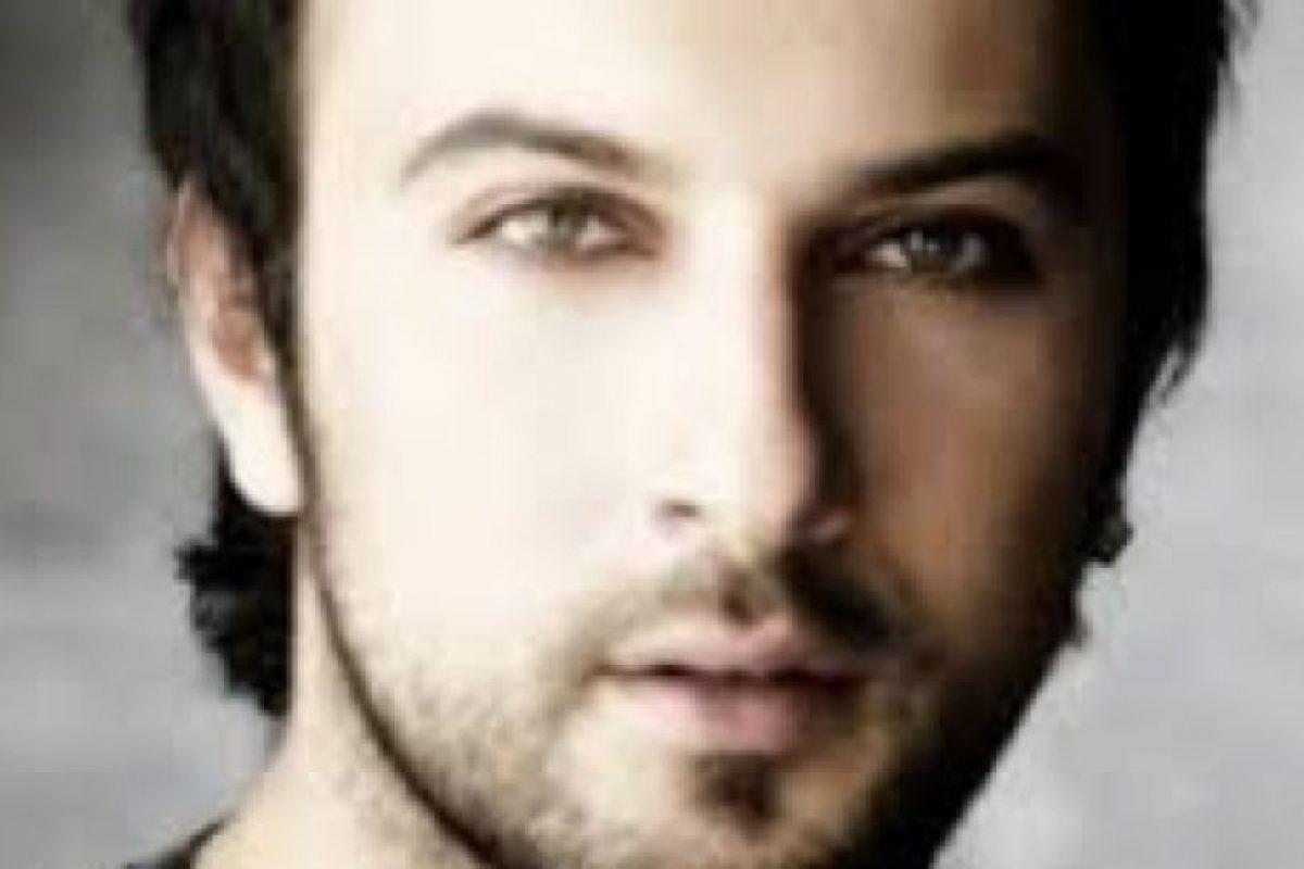 """Otro sencillo suyo llamado """"Come Closer"""" también fue muy popular. Foto:vía Facebook/Tarkan"""