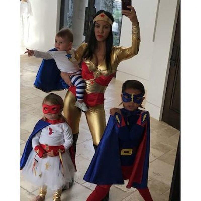 Kourtney Kardashian y su familia Foto:Instagram.com