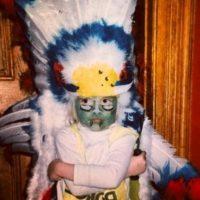 A sus 23 años ya no luce tantas plumas en la cabeza, pero es la favorita de las pasarelas. Foto:vía instagram.com/caradelevingne