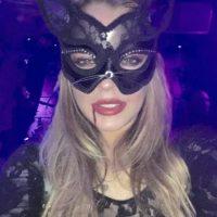 La actriz mostró su lado felino con este sensual atuendo. Foto:vía instagram.com/lindsaylohan