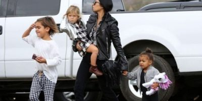 Kourtney Kardashian, Mason, Penélope y North Foto: Grosby Group