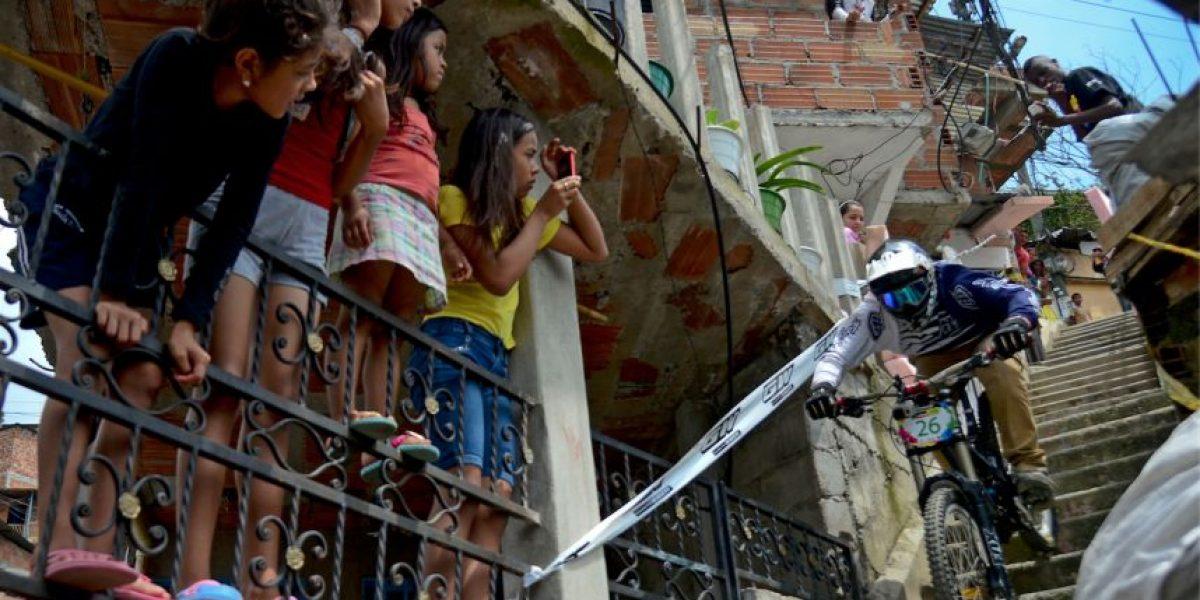 FOTOS: El ciclismo extremo del #AdrenalinaUrbanBike se apodera de todo un barrio