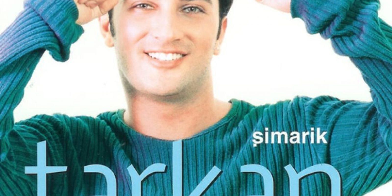 """Tarkan. Y su beso """"Muack muack"""", en la canción Simarik. Foto:vía Facebook/Tarkan"""