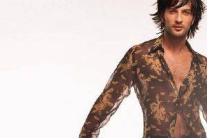 Y fue el primer éxito internacional del cantante turco. Foto:vía Facebook/Tarkan