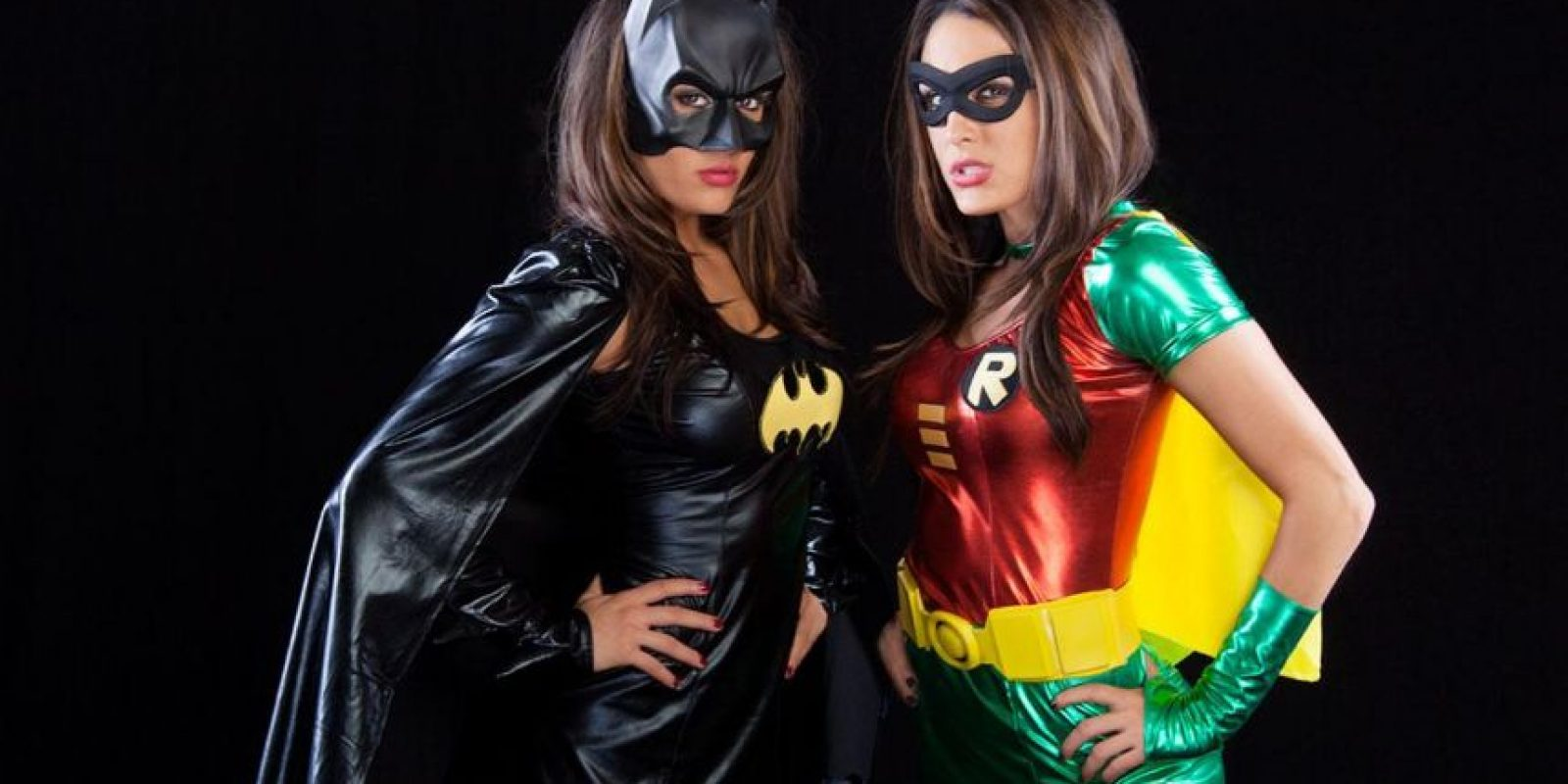 Las hermanas Bella como Batman y Robin. Foto:WWE